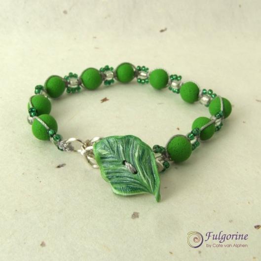 Macrame bracelet by Cate van Alphen